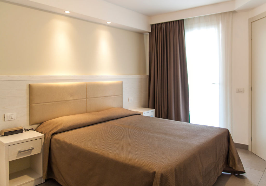 Hotel augustus misano hf arredo contract for Arredo contract