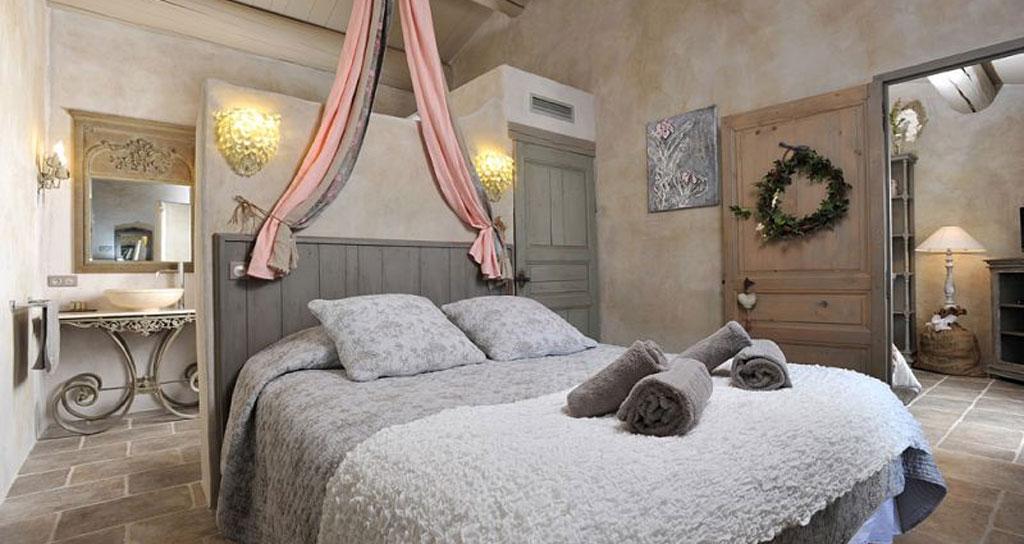 Come arredare un hotel in stile provenzale hf arredo for Arredamento camere hotel prezzi