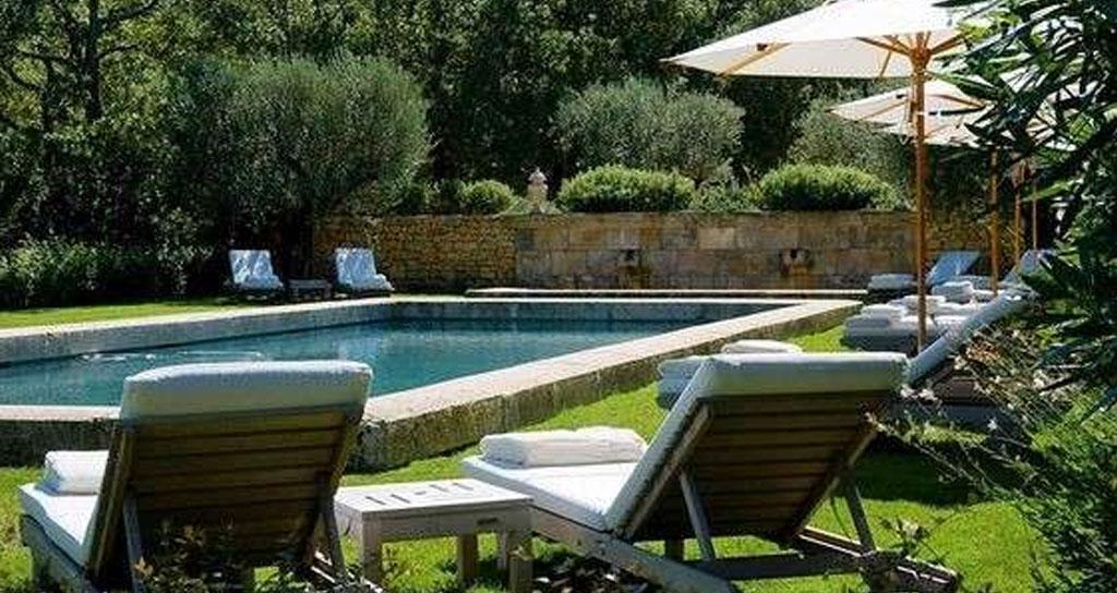 arredamento hotel piscina