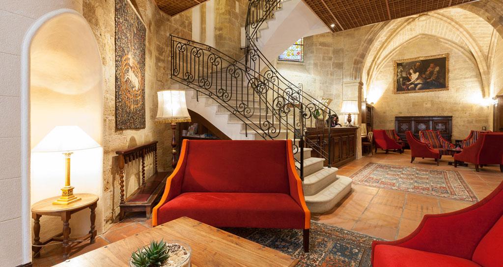 Come arredare un hotel in stile provenzale hf arredo for Arredamento taverna stile provenzale